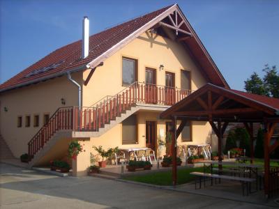 Privát Kosár - ubytování Jižní Slovensko - ubytování v apartmánu na Jižním Slovensku - fotografie č. 1