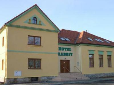 Hotel RABBIT - ubytování Střední Čechy - ubytování v hotelu v Středních Čechách - fotografie č. 1